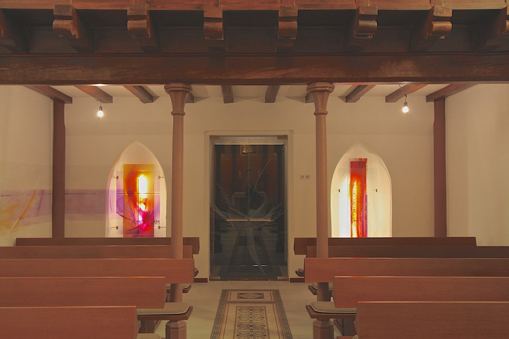 https://blog.atelier-muench.de/wp-content/uploads/2015/02/Ev_Kirche_Merzig_Glasobjekte.jpg