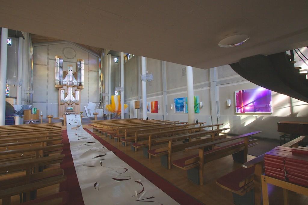 http://blog.atelier-muench.de/wp-content/uploads/2015/11/Kreuzkirche_Wiesbaden_Ausstellung_Muench.jpg